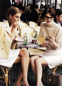 women at cafe